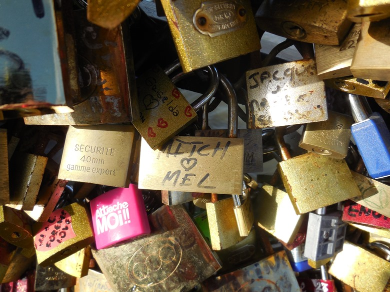 A family tour of a Paris neighborhood with a local guide