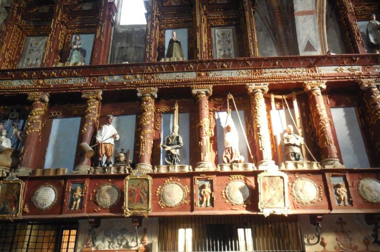 Statuary inside church of Santa Maria del Grazie
