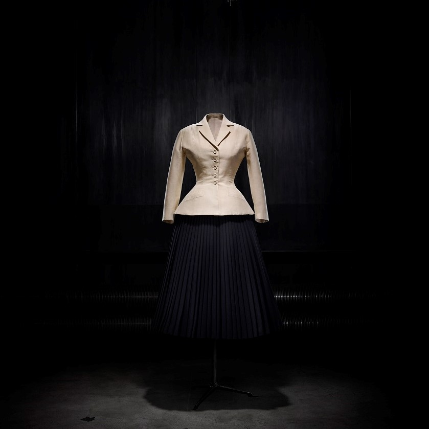 Christian Dior, bar suit. Afternoon ensemble in shantung and pleated wool, Haute Couture spring-summer 1947, Corolle line. (Courtesy Denver Art Museum)