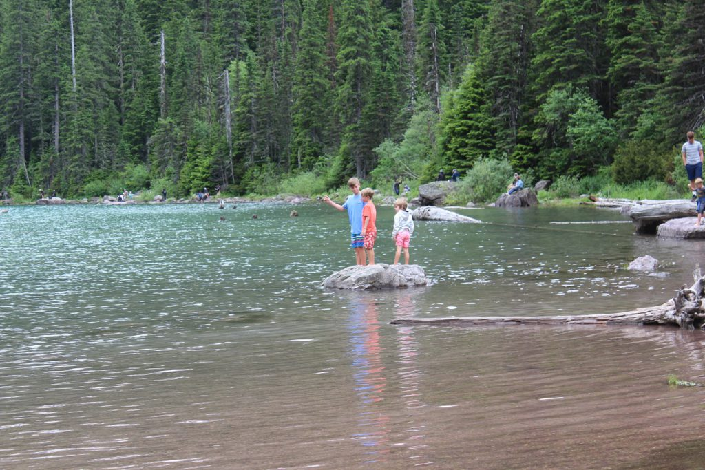 Kids spashing around in Avalanche Lake
