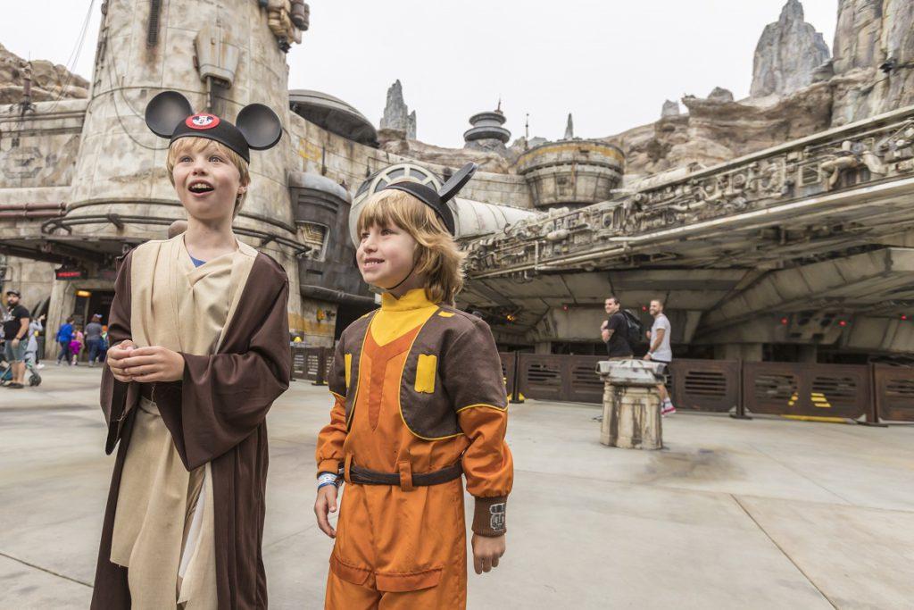 The first guests at Star Wars Galaxy's Edge's at Disneyland