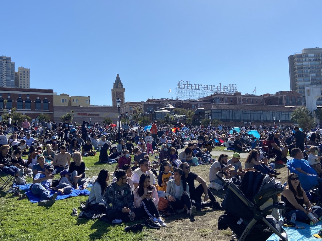 Crowds on the San Francisco shoreline for the Fleet Week Air Show